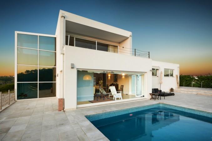 ポルトガルのプール付き一軒家