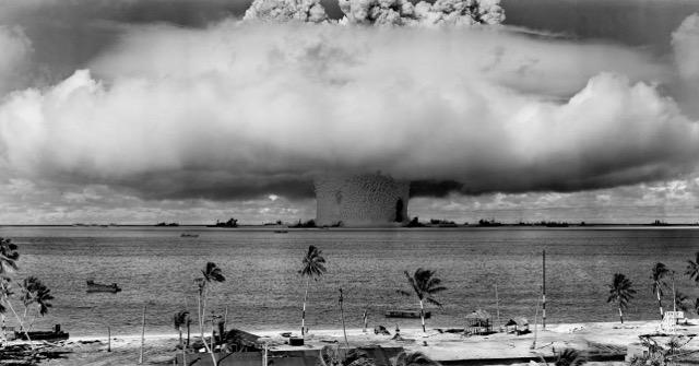 ビキニ環礁の核実験場跡