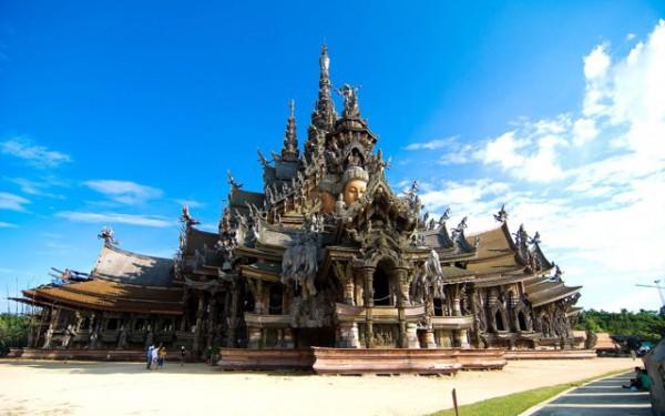 タイのサグラダファミリア「サンクチュアリ・オブ・トゥルース」とは?
