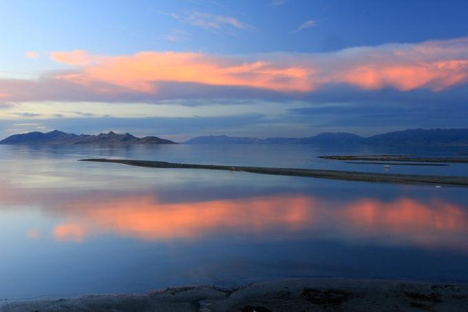 世界2位の塩分量を誇る!グレートソルト湖