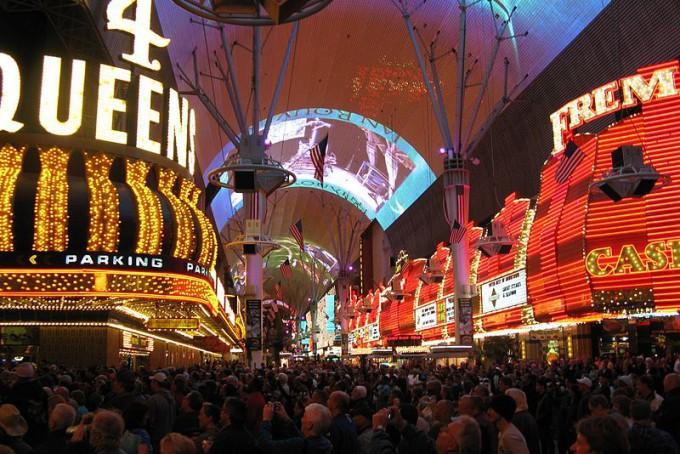 800px-Fremont_Street_Experience,_Las_Vegas_NV
