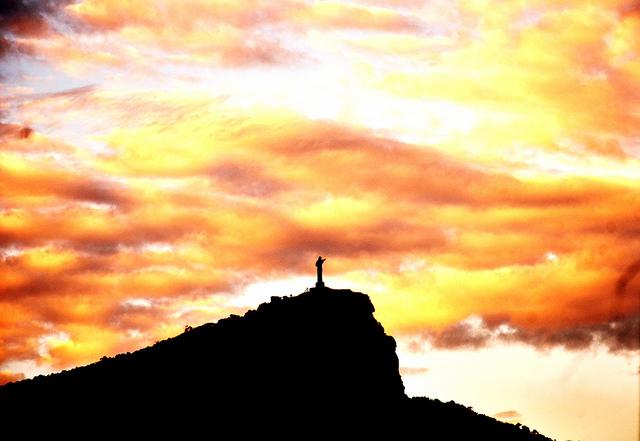 リオ・デ・ジャネイロ:山と海に囲まれたカリオカの景観
