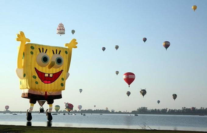 Leon_hot_air_balloon_festival_2010