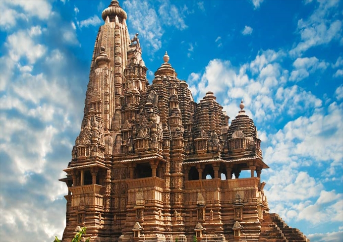 The-world-famous-temple-of-Khajuraho-India_R