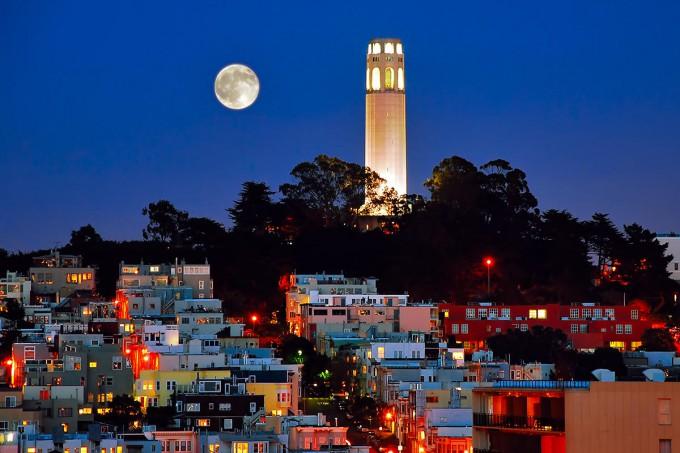 Turnul-Coit-locul-care-oferă-o-panoramă-superbă-a-oraşului-San-Francisco
