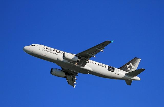 aircraft-take-off-123036_640