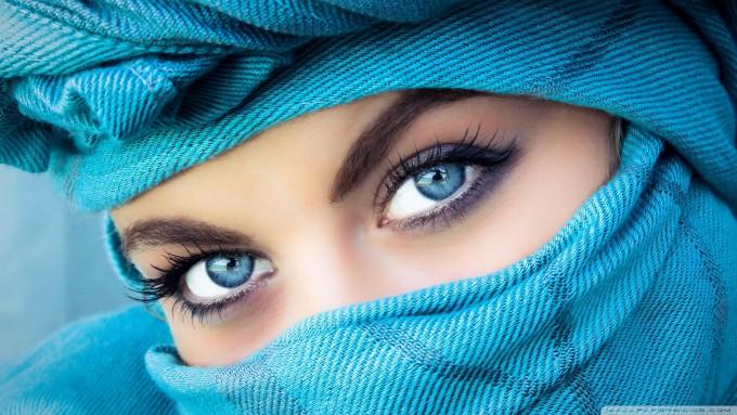 7色に輝く世界の美しい瞳