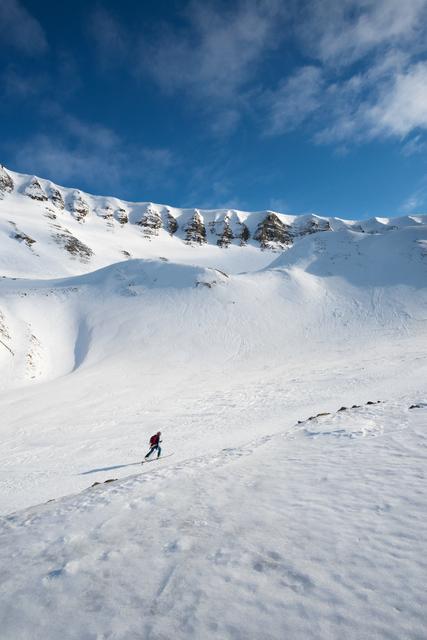 Ski tourist with beautiful landscape of Longyearbyen, Svalbard,