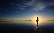 これからも美しい光景を見たいから。ウユニ塩湖の汚染問題に取り組む一人の日本人とは