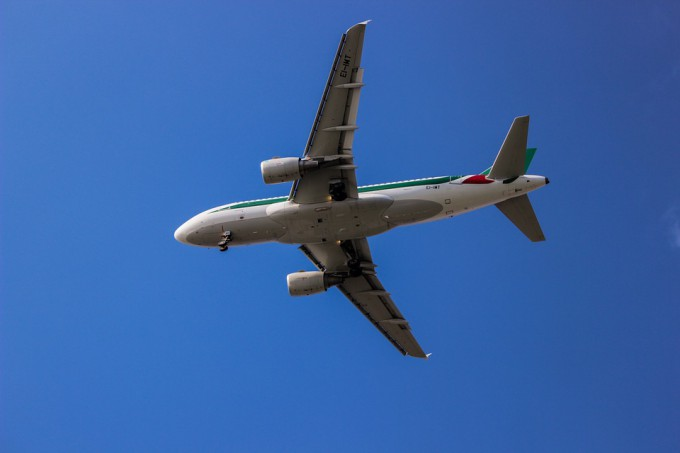 plane-875966_960_720