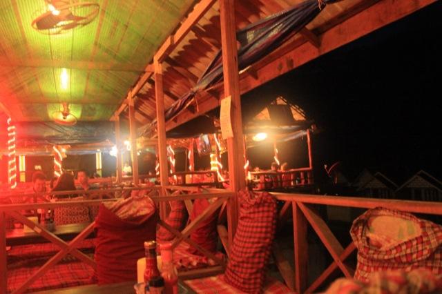 ルアンパパーンでメコン川を眺めてビールを飲