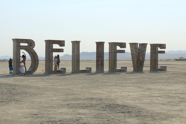 砂漠で行なわれるフェス、バーニングマンとは?