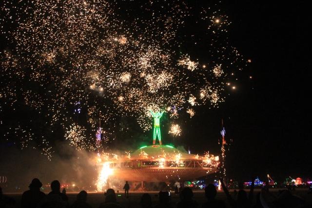 世界最大の奇祭バーニングマンの様子