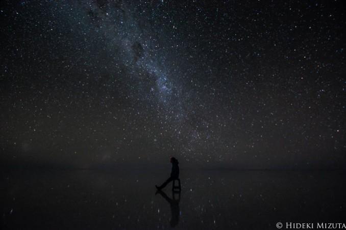 朝、日中、夕暮れ、夜とそれぞれ違った表情を見せるウユニ塩湖
