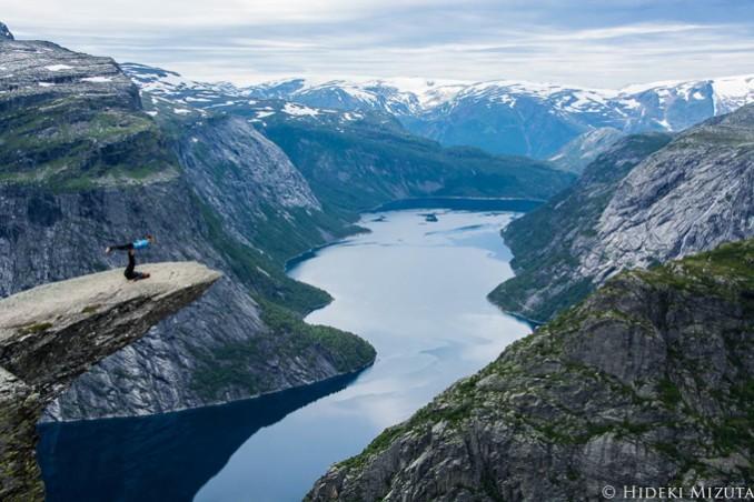 ノルウェーにある断崖絶壁絶景「トロルの舌」
