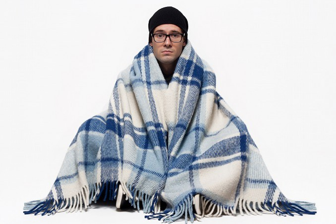 寒がっている人