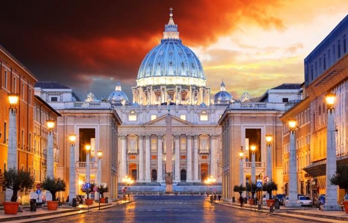 2016年に25年に1度開放されたサン・ピエトロ大聖堂の聖年の扉です。