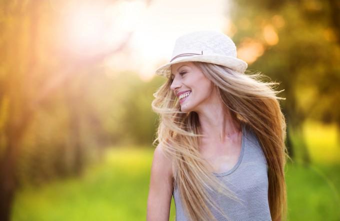 日中の野外フェスには帽子が必需品です