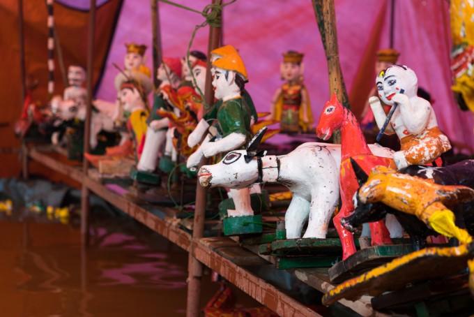 コミカルな人形劇「タンロン水上人形劇」