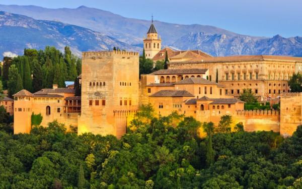 美しい宮殿とアラブの街並み〜スペイン グラナダ〜