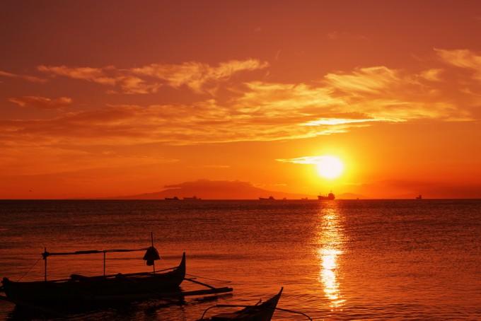 マニラ湾に沈む夕日