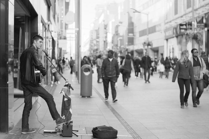 street-performer-690477
