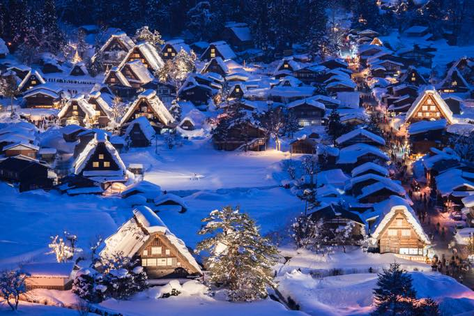雪と合掌造り